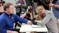 Người Thụy Điển cấy chip dưới da thay thẻ căn cước