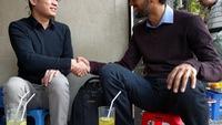 CEO Google uống nước vỉa hè với cha đẻ Flappy Bird ở Hà Nội
