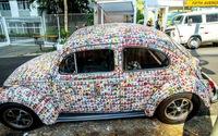 Fan trang trí xe bằng 15.000 miếng dán cầu thủ World Cup