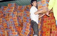 Huế tiếp tục phân phối mì tôm cứu trợ