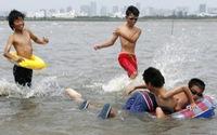 Tokyo mở cửa lại bãi tắm sau... 50 năm