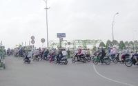 Cả trăm ngàn người Sài Gòn qua phà đi chơi ngày mùng 5