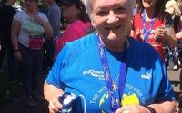 Bà mẹ 72 tuổi chạy bộ vì con
