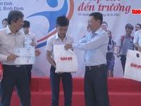 Tiếp sức đến trường cho 104 tân sinh viên Quảng Ngãi - Bình Định