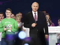 Ông Putin lèo lái qua các sóng gió như thế nào?