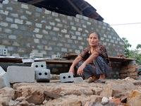 Sẽ dựng lại nhà từ quà của bạn đọc báo Tuổi Trẻ - Ảnh 4.