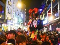 Người Việt cũng đổ xô đến phố Tây Bùi Viện chơi Halloween