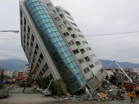 Video các tòa nhà nghiêng ngả sau động đất ở Đài Loan