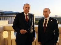 """Tổng thống Thổ Nhĩ Kỳ """"giành người đẹp"""" với ông Putin"""
