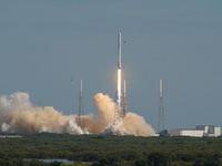 SapceX phóng tên lửa mang theo vệ tinh liên lạc của NATO