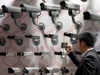 Huawei thừa nhận đang tổn thất nặng vì trừng phạt của Mỹ