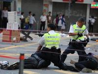 Video cảnh sát Hong Kong bắn vào ngực người biểu tình phát trực tiếp trên Facebook