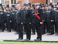 Cảnh sát Anh cũng khóc
