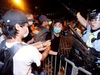 Biểu tình Hong Kong đã có đụng độ, báo Trung Quốc tố