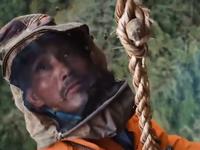 Video: Thú vị và mạo hiểm nghề săn mật ong từ vách núi