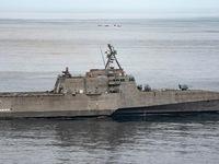 Tàu chiến tàng hình Mỹ mang tên lửa