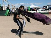 """3.000 người đổ xô đến căn cứ Mỹ ở sa mạc xem """"người ngoài hành tinh"""""""