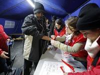 Pháp bứng người nhập cư khỏi rừng Calais