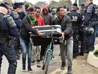 Đã di dời hơn 2.300 di dân khỏi 'Rừng Calais'