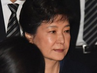 Thuê 14 luật sư, bà Park lấy tiền đâu để trả?
