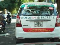 Taxi Vinasun dán biểu ngữ