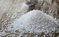 Ăn muối, bạn có thể đang ăn luôn cả ngàn hạt vi nhựa