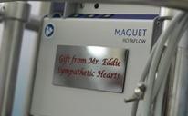 Nhà hảo tâm Úc tặng máy ECMO và 5 lồng ấp sơ sinh hơn 4 tỉ đồng