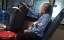 Cụ bà tiếp viên trên xe buýt số 14: 'Hay tui cho chị mượn 1 triệu?'