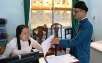 Nam công chức Huế 'diện' áo dài đến công sở sáng thứ 2 đầu tiên của tháng