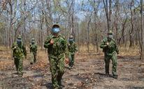 Tuần tra xuyên rừng sâu 'khóa' đường mòn, lối mở ngăn dịch xâm nhập