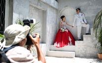 Theo chân nhóm nhiếp ảnh gia chụp ảnh cưới giá 0 đồng
