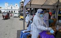 Nhìn từ Mỹ, Anh: Vắc xin sẽ giúp con người 'chung sống' với COVID-19 nhiều năm