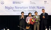 ĐH Duy Tân và Queen's Belfast nhận Giải Newton Prize 2017 trị giá 200.000 bảng Anh