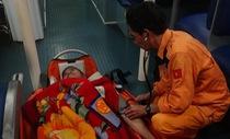 Cứu thuyền viên Philipines bị nạn ở Hoàng Sa
