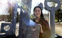 Nữ sinh 15 tuổi ứng tuyển vị trí quản lý khu học chính