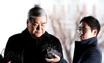 Đại gia hãng bay Hàn cắn răng đuổi hai con gái
