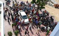 Bình Định: Lái xe 4 chỗ đi 'mua lúa', bị nghi bắt cóc trẻ con