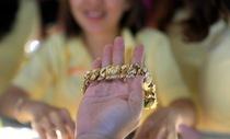 Giá vàng vượt 1.300 USD/ounce vì Mỹ hủy gặp Triều Tiên