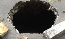 Xuất hiện hố 'tử thần' 30m giữa đường ở Hà Giang