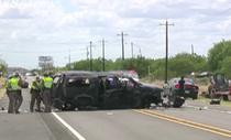 Rượt đuổi xe chở người vượt biên lậu từ Mexico, 5 người chết
