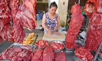 Nghịch lý thịt bò: Giá hơi giảm, giá chợ cứ cao