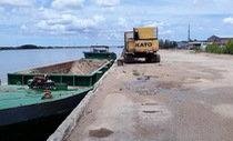Thiếu bãi đổ chất thải, cảng bị vạ lây, tàu thuyền ảnh hưởng
