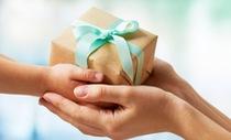 Món quà bị ghét bỏ và bà mẹ khoe khoang 'làm từ thiện'