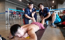 Cận cảnh kình ngư Huy Hoàng được chăm sóc 'tận răng' sau khi thi đấu