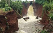 Tiếp tục sơ tán dân vì hồ Gia Hoét tràn, vỡ kênh dẫn