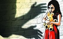 Tạm giam nghi can xâm hại bé gái hàng xóm 12 tuổi