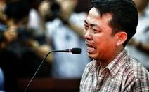 Giám đốc VN Pharma Nguyễn Minh Hùng khóc nức nở tại tòa