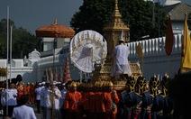 Rước linh cữu vua Thái Lan ra Đài hóa thân