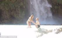 Đến Grand Canyon cầu hôn bạn gái nhưng làm rơi nhẫn ở phút 89