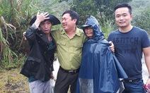 Các kiểm lâm bị lũ bao vây trong rừng đã trở về an toàn